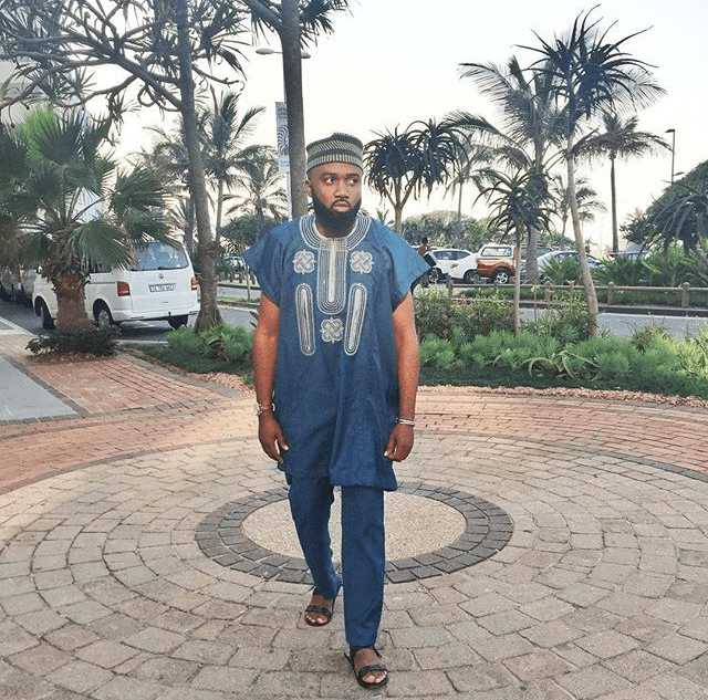 noble igwe, the  style blogger, in a short-sleeved blue kaftan.