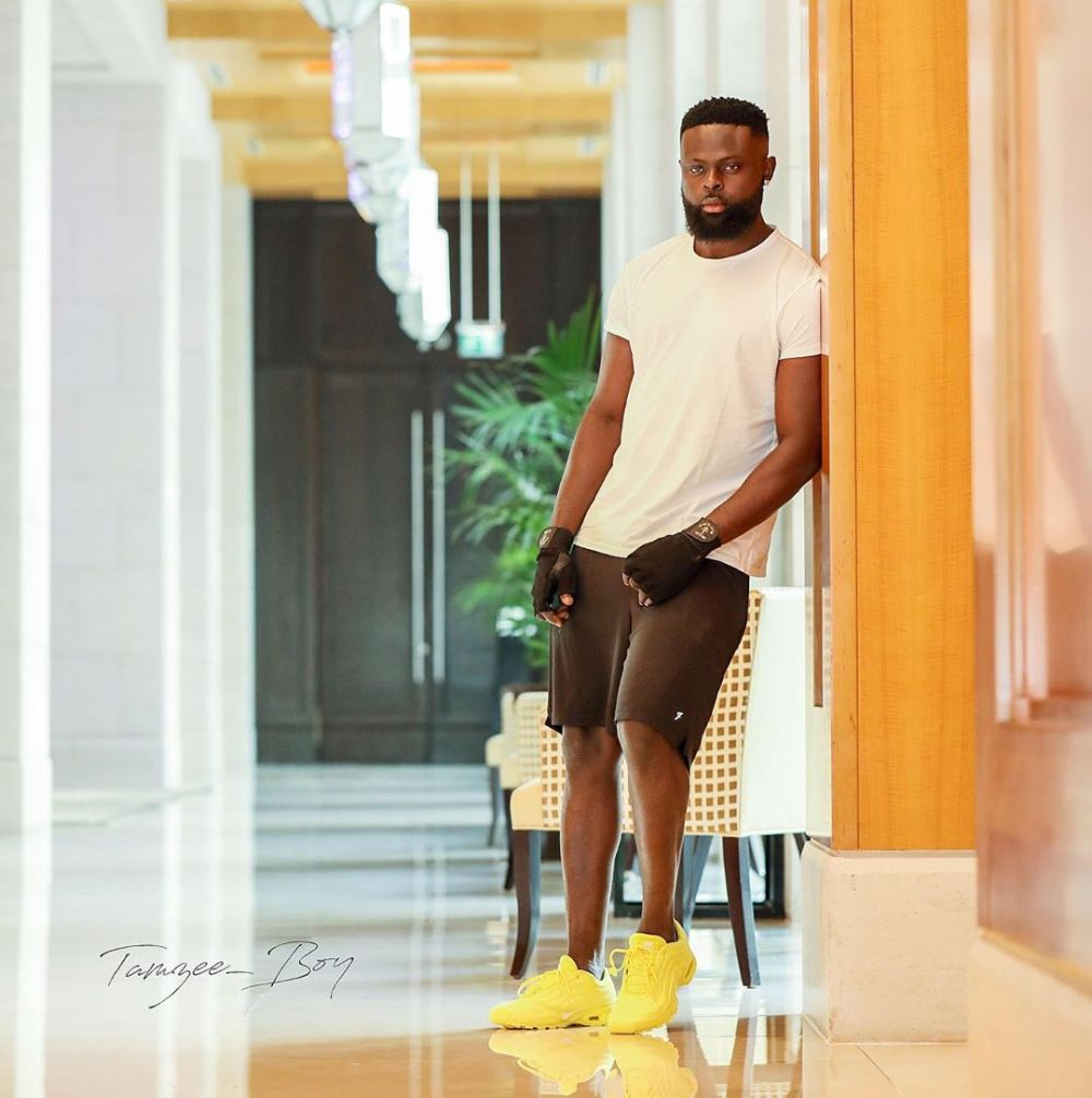 Yomi Casual Omoniyi in Yellow SNeakers