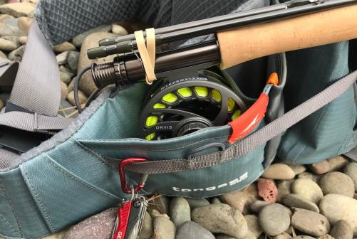 This photos shows the reel and rod pocket on the Umpqua Tongass 650 Waterproof Waist Pack.