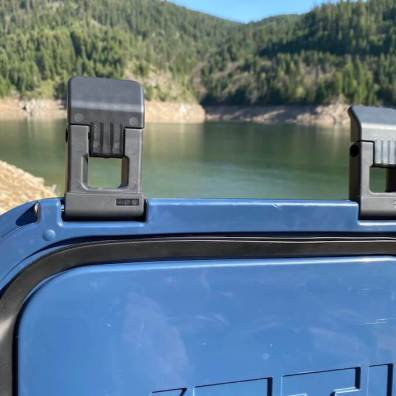 This review photo shows the seal on the inside of the YETI Roadie 24 lid.
