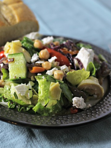 roasted red pepper salad with chickpeas|www.mannaandspice.com