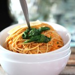 Deceptively Healthy Spaghetti with Roasted Red Pepper and Cauliflower Sauce|www.mannaandspice.com