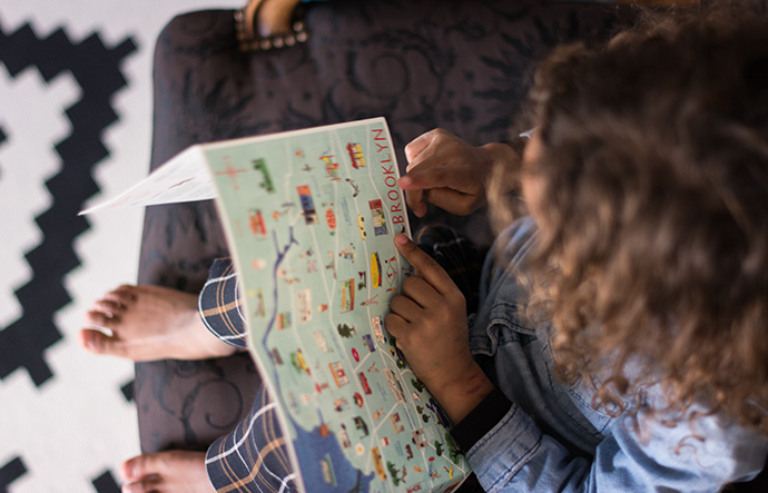 Illustrated Brooklyn Travel Map for kids with 34 kid-friendly spots by The New Voyager | More on Mannaparis.com
