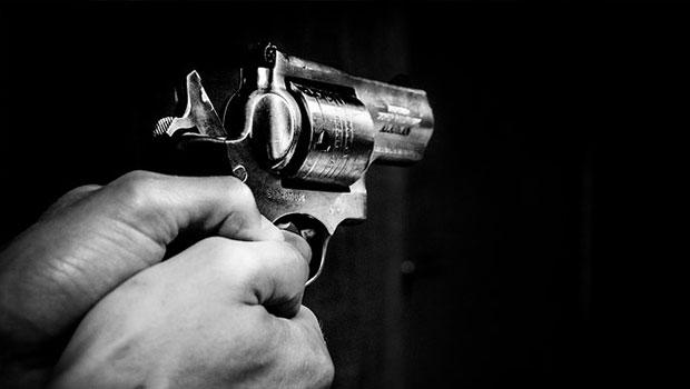 Revolver schießt