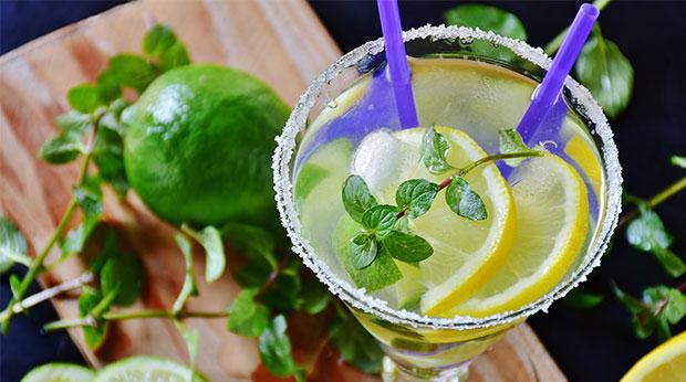 Cocktails im Sommer