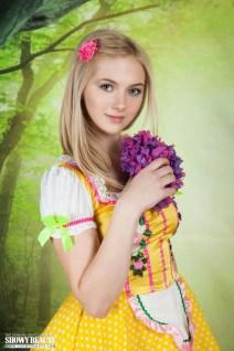 Lulya-knappe-blonde-tiener-kleedt-zich-uit-003