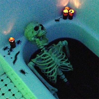 Skeleton In A Bloody Bathtub Halloween Party Decoration