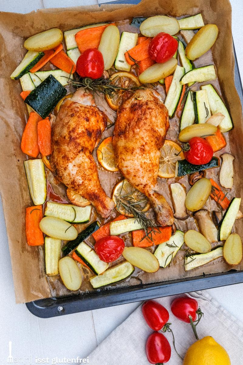 Hühnchen aus dem Ofen mit Zitronen und Gemüse