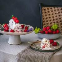 Cookie-Vanilleeis mit Erdbeeren und Schokolade - glutenfrei und laktosefrei