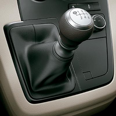 Escoja entre transmisión mecánica o automática.   Todas las versiones están equipadas con transmisión mecánica de 6 velocidades, la cual brinda un performance superior. También puede escoger la transmisión automática de 6 velocidades. Adicionalmente, está disponible la transmisión mecánica inteligente [iMT] (disponible según versión).