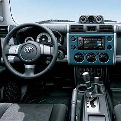 """Sistema de Audio   Con pantalla táctil de 7"""" y lector DVD/CD/MP3 radio AM/FM, conectores Bluetooth, USB y AUX. Asimismo, cuenta con Apple Car Play® y Adroid Auto®."""