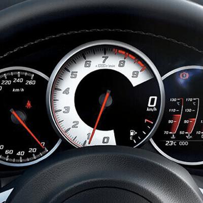Panel de Instrumentos.    Sus tres diales incluyen una pantalla TFT a color de 4.2, con datos en tiempo real como velocidad media, consumo, fuerzas G y cronómetro, entre otros (Disponible según versión).