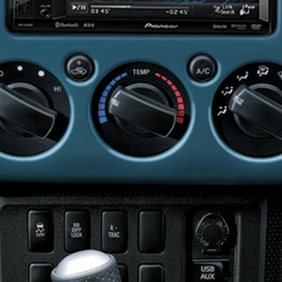 Aire Acondicionado   Mantén la frescura gracias a su aire acondicionado con filtro purificador y controles manuales tipo perilla, para regular fácilmente la temperatura interior.