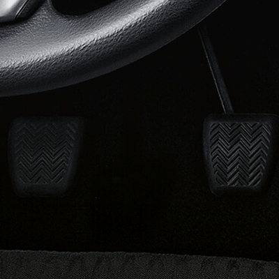 Sistema de Frenos   Sus frenos antibloqueo, con distribución electrónica de fuerza, actúan en frenadas violentas, evitando el deslizamiento del vehículo y la pérdida de control.