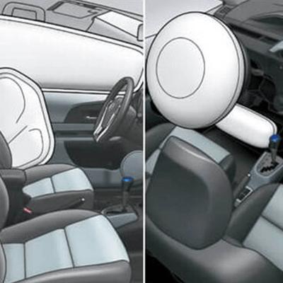 7 Airbags   Dos frontales para piloto y copiloto, dos laterales para piloto y copiloto, dos cortinas que cubren ambas filas de asientos y uno de rodilla para el piloto.
