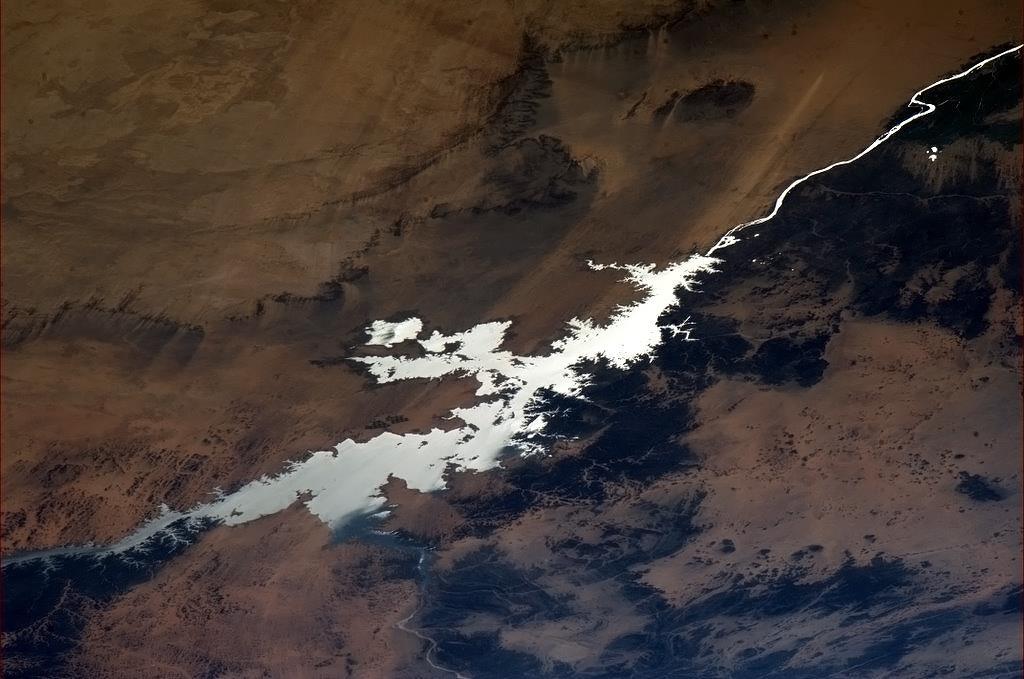 Nasser, hồ nhân tạo lớn nhất thế giới với diện tích hơn 5000km vuông.