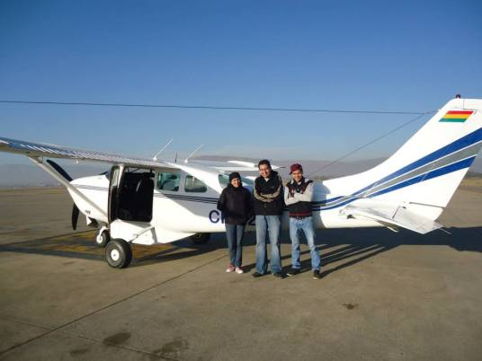 Volunteers ready to fly on the Mano a Mano plane