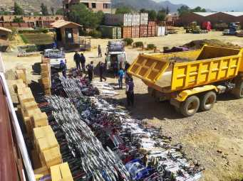Distributing supplies and equipment to 21 health care organizations from the departments of Potosi and Cochabamba at our warehouse in Cochabamba in July 2020.
