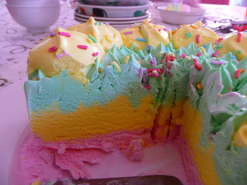 Rainbow pie not related to rainbow parties, I swear