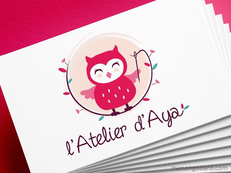 Logo de L'Atelier d'Aya, créatrice textile - Zéro-déchet, écologie, créations artisanales - Logo chouette créé par Manon Godard, graphiste et webdesigner pour les entrepreneuses