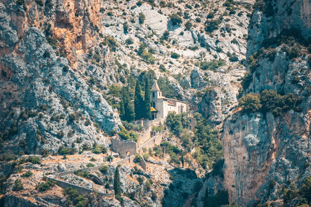 visit-moustiers-holy-marie