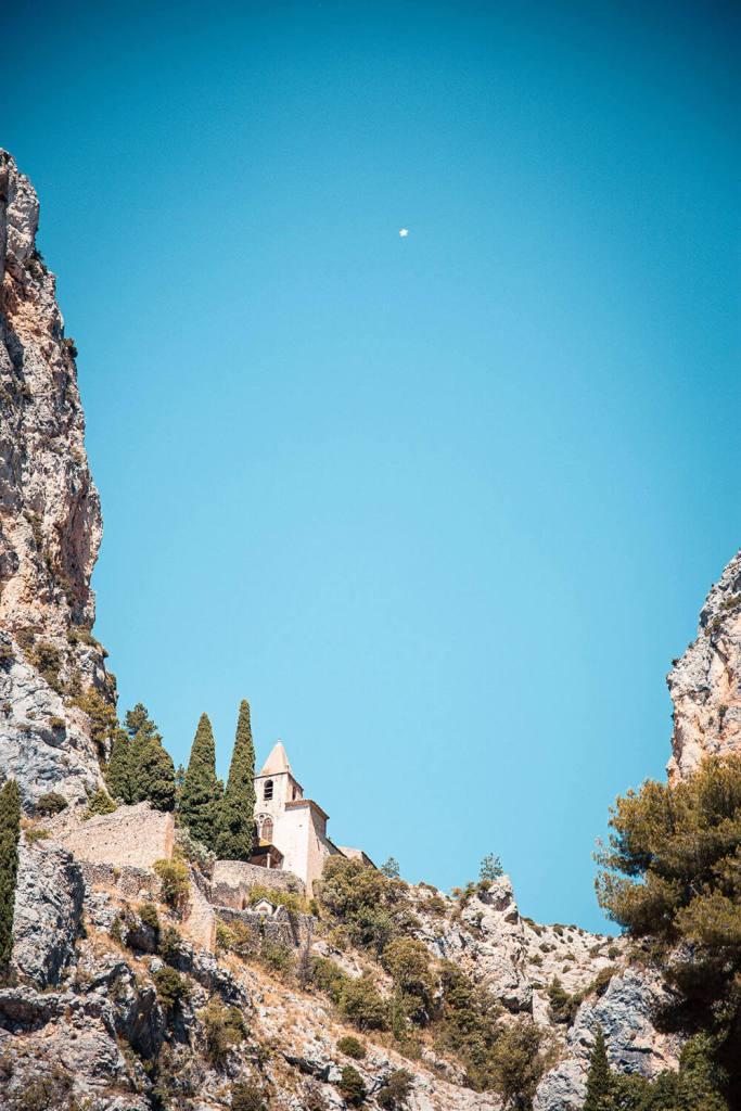 road-trip-alpes-haute-provence-moustiers-sainte-marie-4