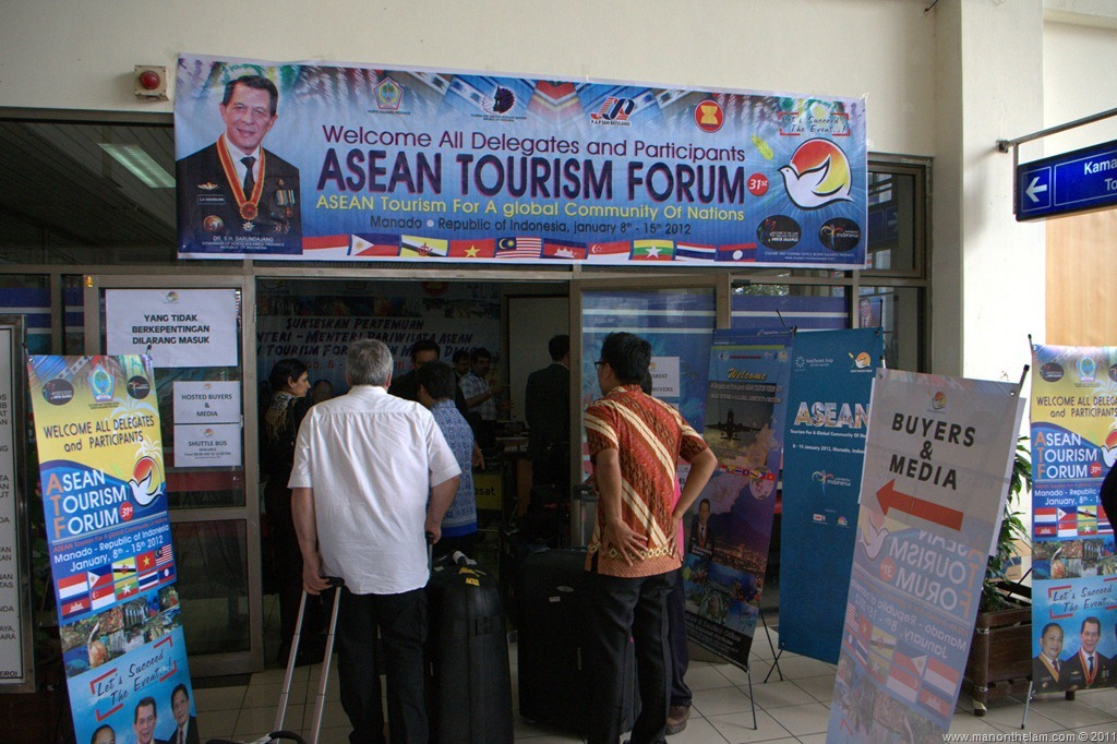 ASEAN-Tourism-Forum-Manado-Airport-Media-and-Buyers-transportation-desk-ATF-2012.jpg