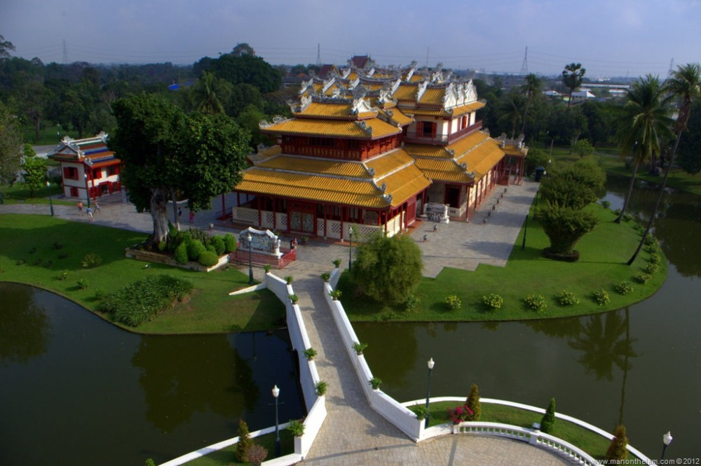 Phra-Thinang-Wehart-Chamrun-Ba-in-Palace-Ayutthata-Thailand.jpg