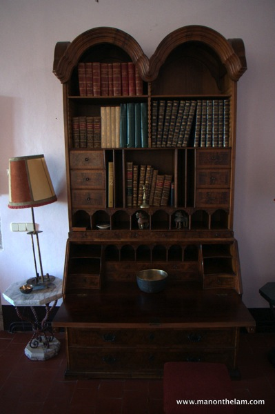 Castell de Sant Mori -- antique desk