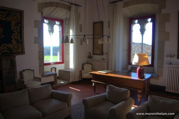 Castell-di-Sant-Mori front room