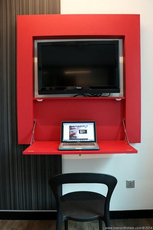 Tune-Hotels-Malaysia-work-desk