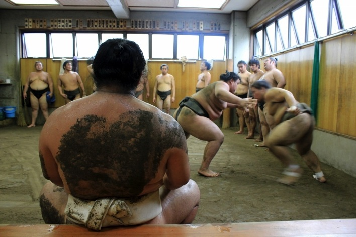 Man On The Lam Top 100 Travel Blog Posts of 2015 so far by social media shares  Bucket List Japan sumo wrestlers