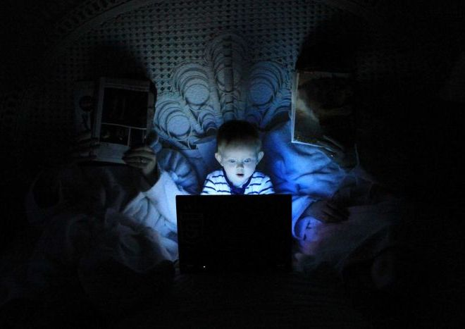 Blue light at night can disrupt your body clock