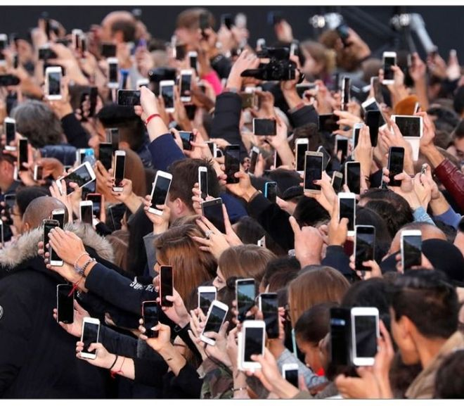Smartphones are everywhere – 30 photos