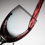 正しいワイングラスの持ち方を知ってワインレッドの心になろう!