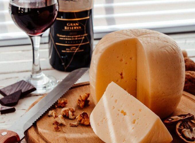 クリスマスや年末におすすめ!ワインとチーズの組み合わせ4選!さらに悪夢をみるチーズも!