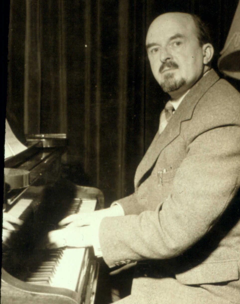 Mansel Thomas at the piano