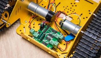 Sheldon robot: controlling the motors – Machina Speculatrix
