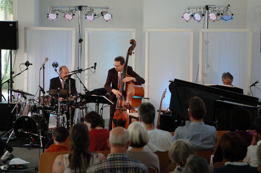I\'ve never been in love before - MANTECA (Germany) Instrumental Trio