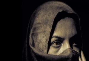 هل فرّق القرآن الكريم بين المرأة والزوج؟