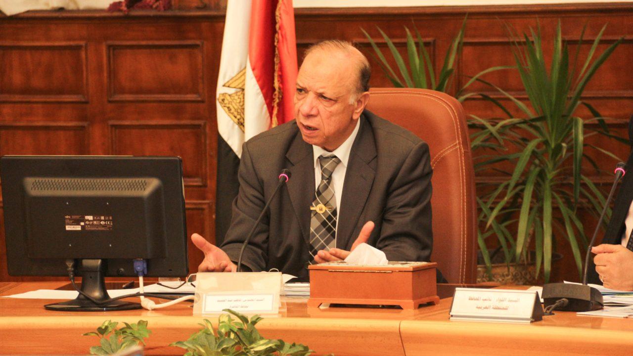 محافظ القاهرة اثناء اجتماع بالمحافظة (أرشيفية) - تصوير: صديق البخشونجي