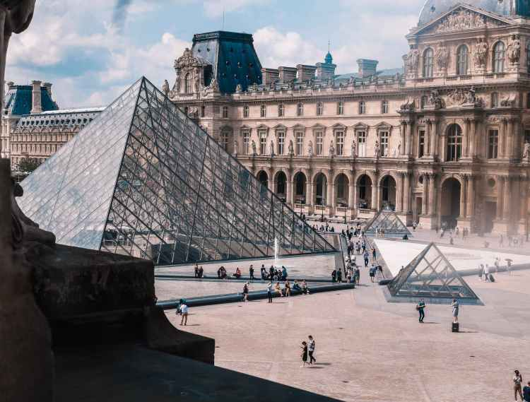 photo of the louvre museum in paris france did you ask about the best time to visit Paris?