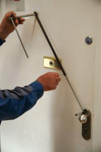 abrir cerradura puerta interior