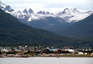 Ushuaia, cercada por montanhas nevadas