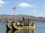 Barco construído com totora, lago Titicaca
