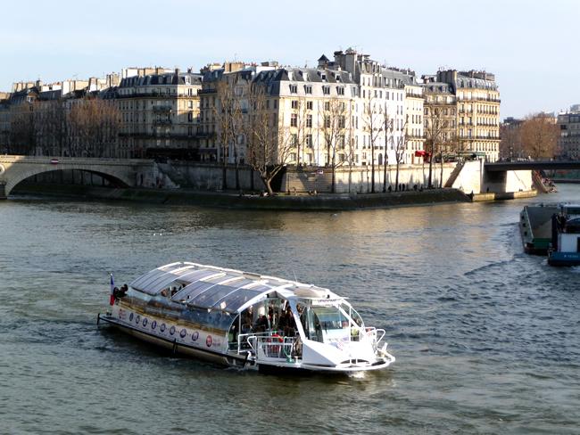 Bateau-mouche, Paris