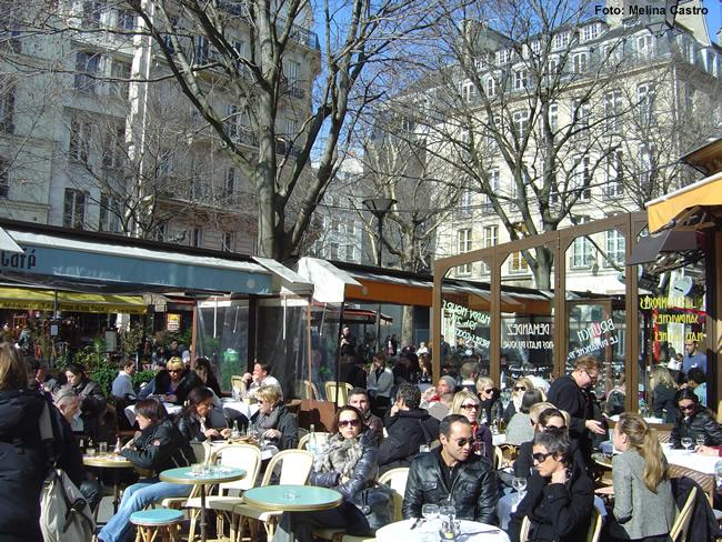 Café de Paris, lotado no verão