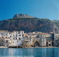 Cefalù vista do Mar, Sicília, Itália