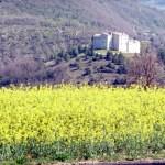 Construção medieval em uma colina da Umbria