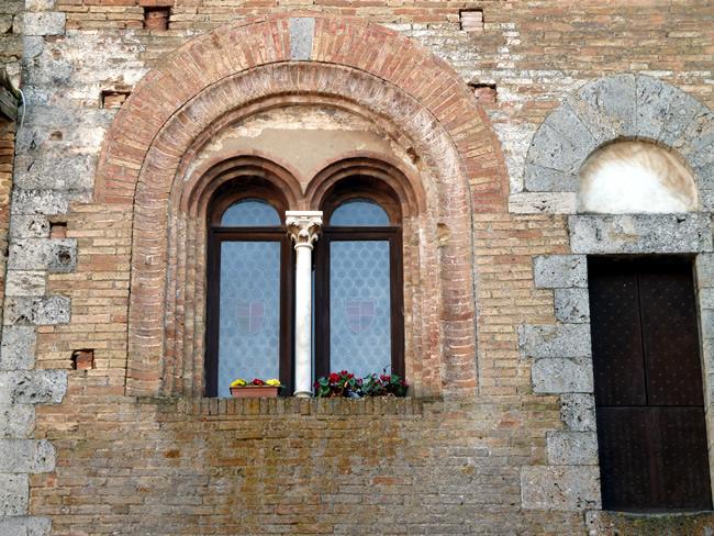 Detalhe, as janelas em San Gimignano